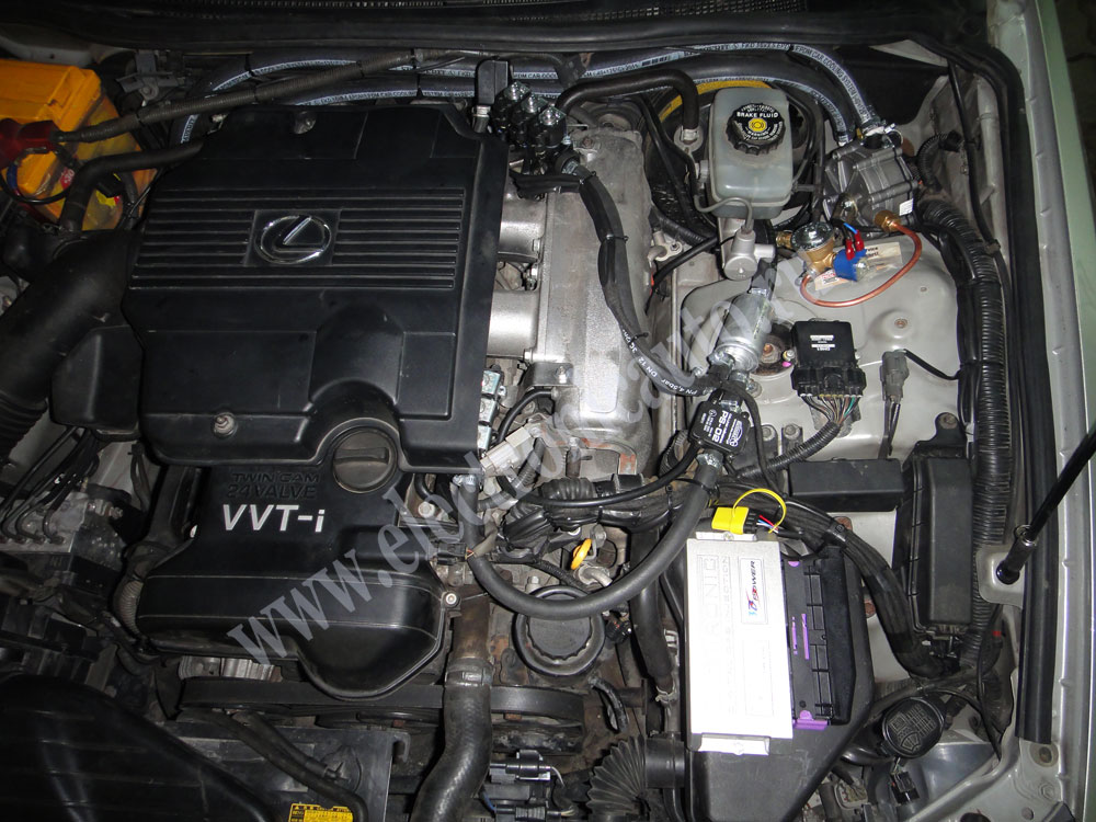 LEXUS IS300 Engine